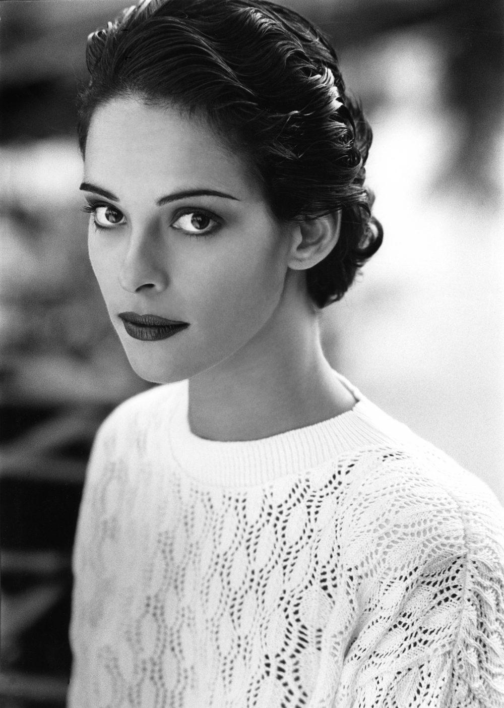 Photo de mode noir et blanc d'une femme coiffée style rétro / Photographe éditorial à Québec