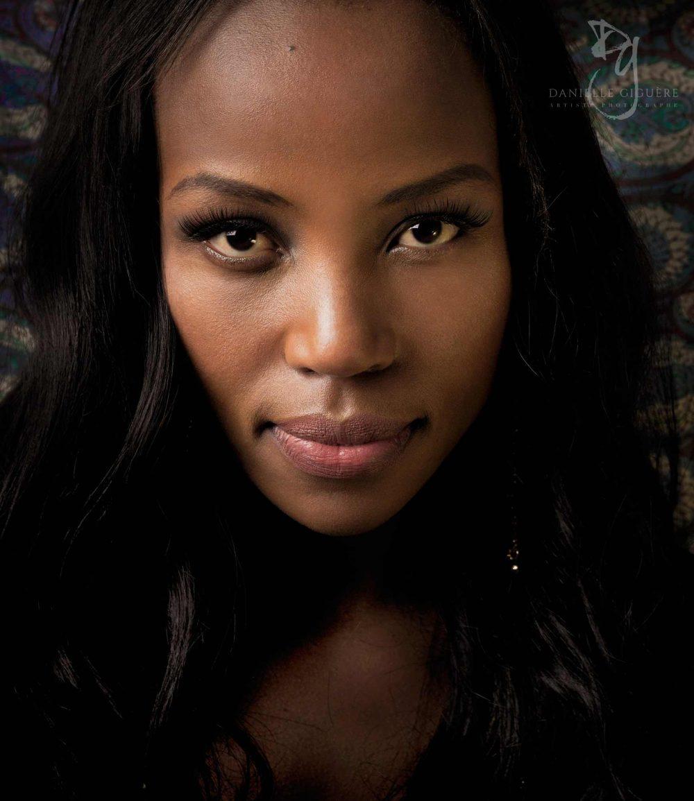 Photo professionnelle de beauté d'un jeune femme noire / Portfolio de mannequin