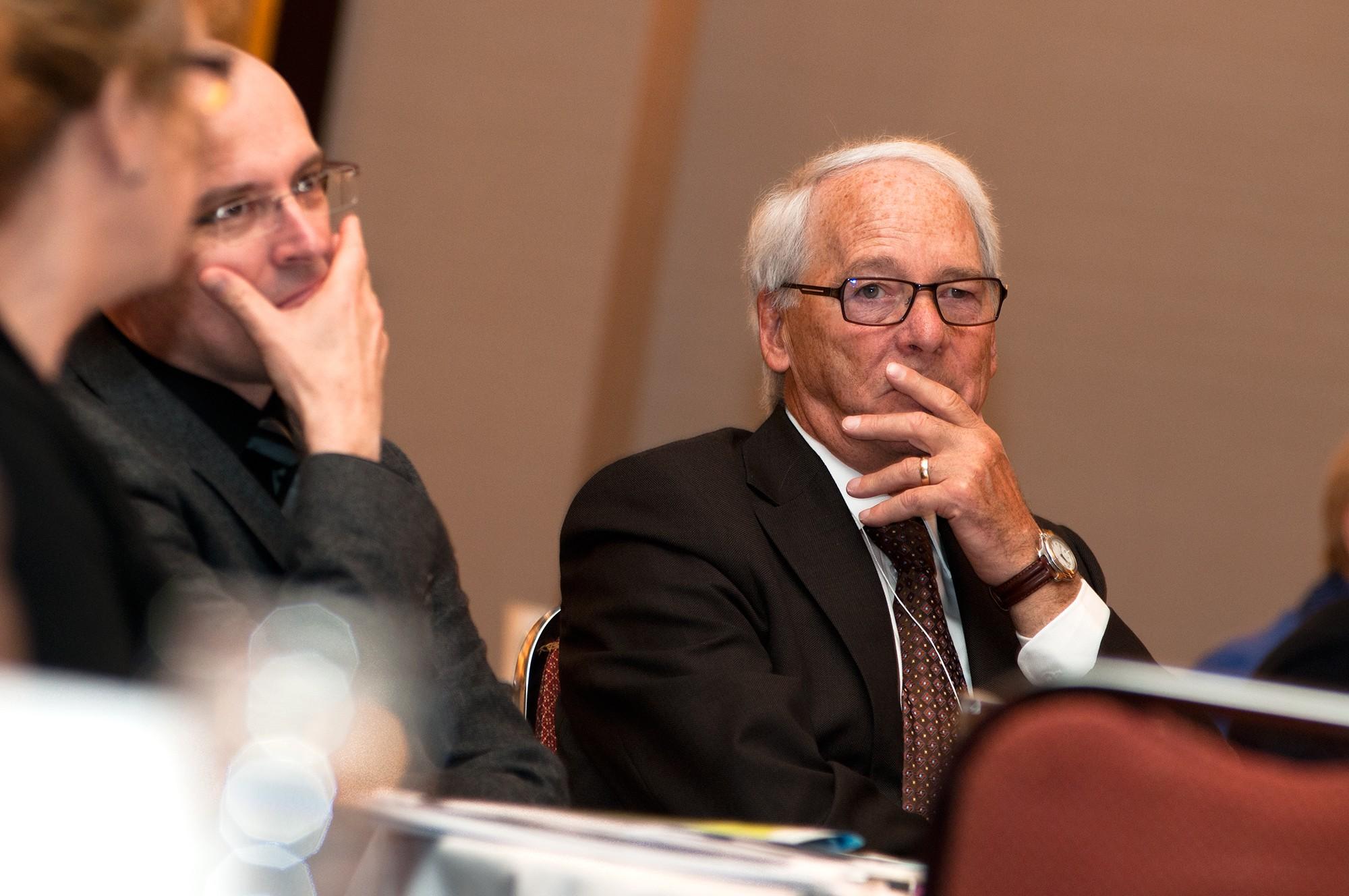 Photo de participants à l'écoute d'un conférencier / Conférence Anges Québec