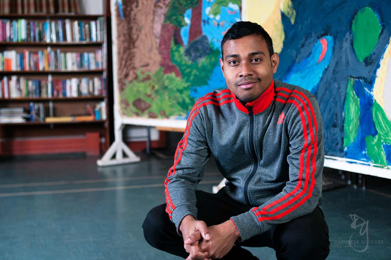 Jeune employé chez Mc Donald et sa vie communautaire / Photographie éditoriale
