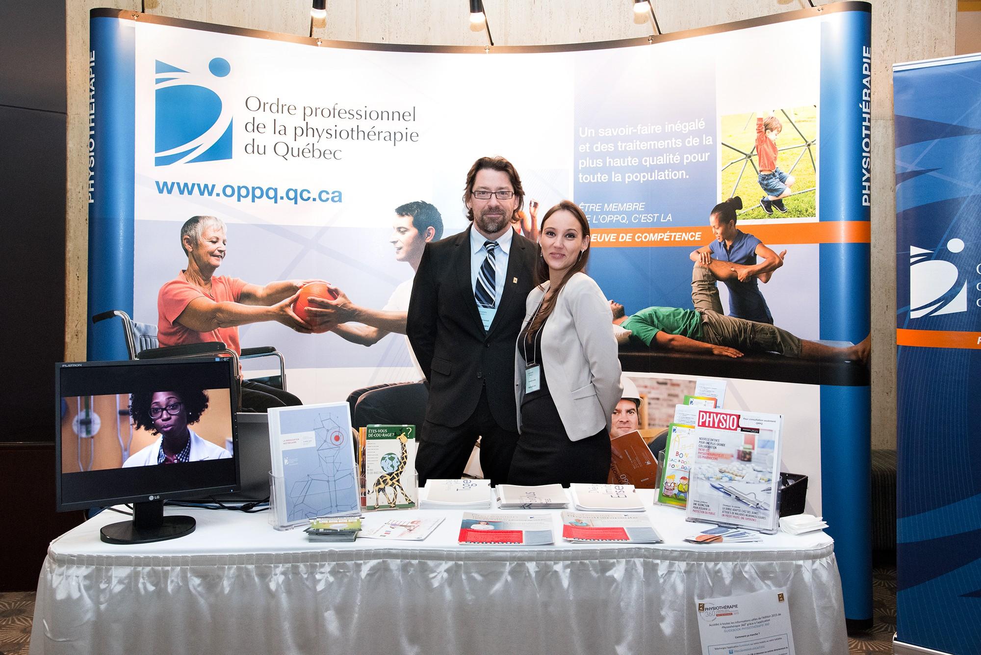 Représentants au kiosque d'un événement corporatif / Ordre professionnel de la physiothérapie du Québec