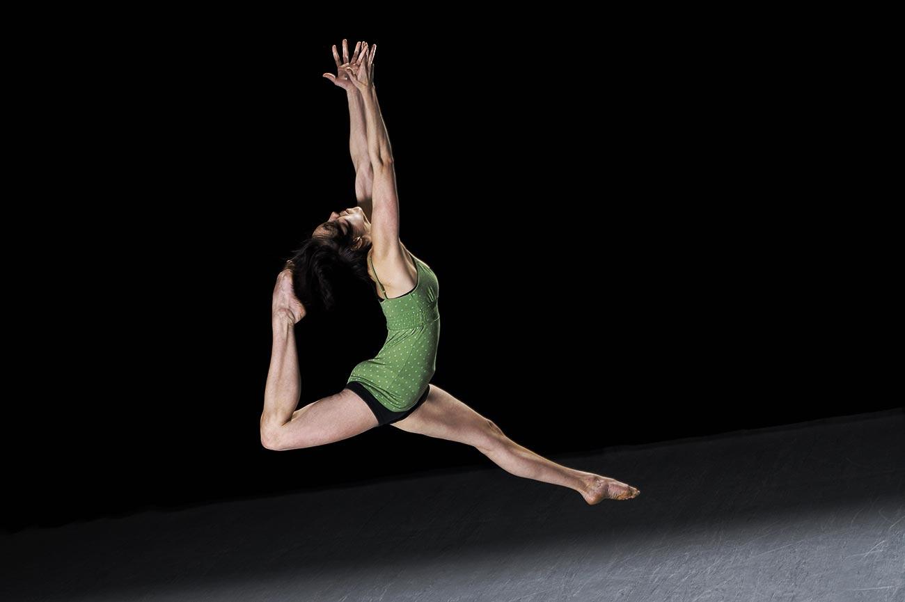 Photographie du saut d'une danseuse / Client: École de danse de Québec