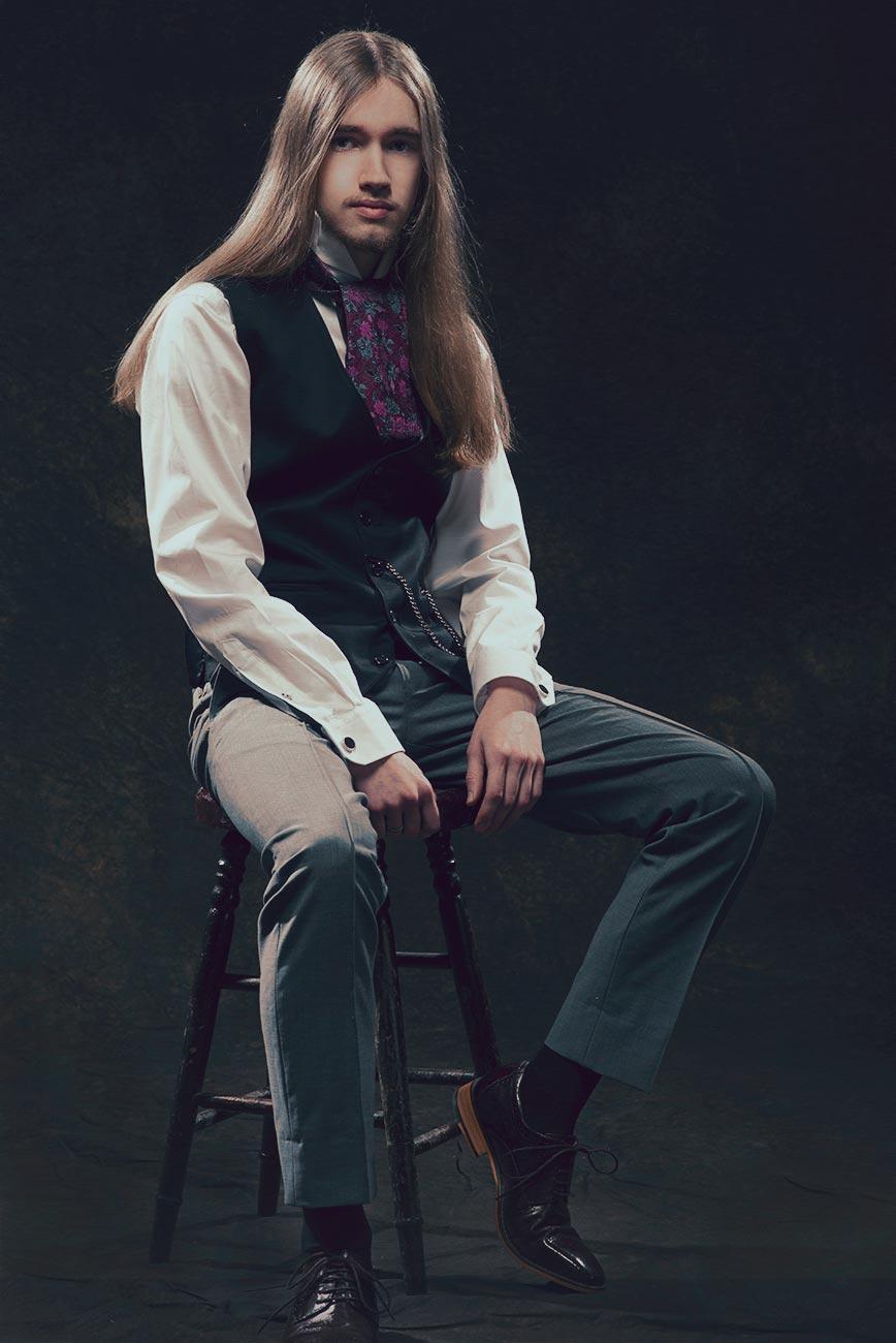 Photographie éditoriale de mode vintage en studio / Portrait thématique steampunk