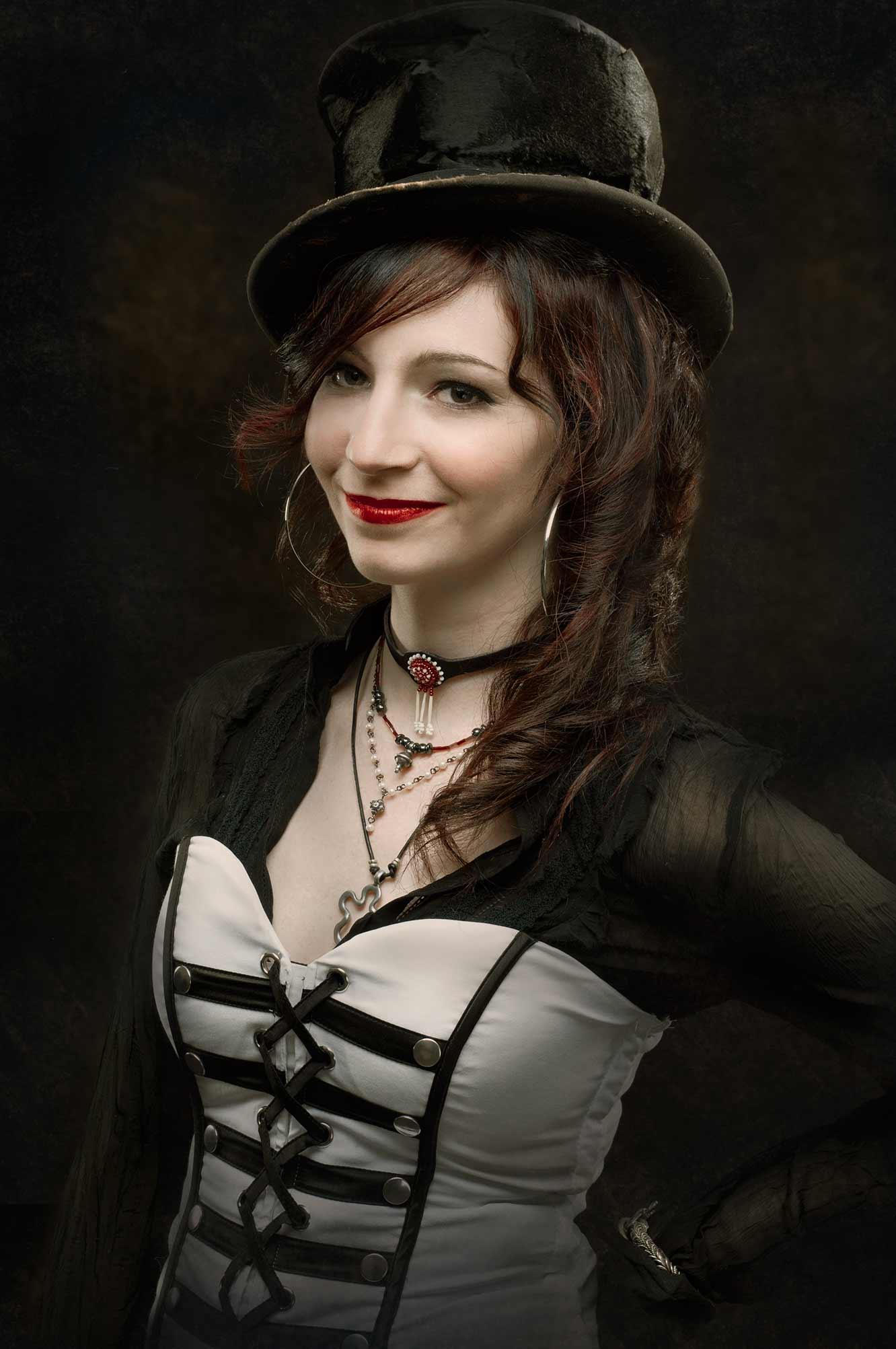 Photo studio d'une femme dans le style Steampunk / Portrait de création thématique